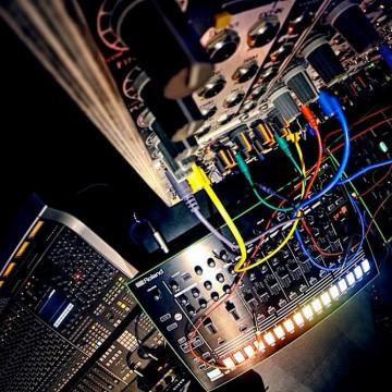 NIck Elia – Studio Modular